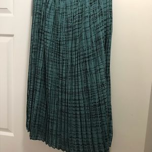 Banana Republic Skirts - Beautiful Banana republic skirt with pleats